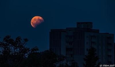 #moon #moonrise #moonlovers #lunareclipse #lunar #eclipse #ig_moon #city #cityview #nature #naturelovers #austrianphotographer #igersaustria #ig_austria #wirliebengraz #visitgraz #igersgraz #instagrazer #ig_world_colors #ig_worldphoto #instadaily #instali