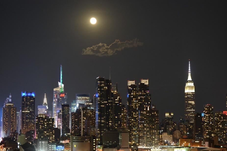 Full moon on Manhattan Skyline