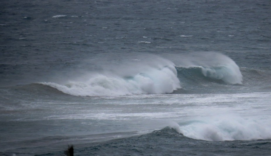 Strong South-westerly wind.