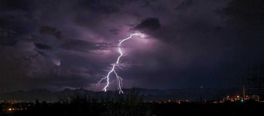 A beautiful strike chops through the clouds