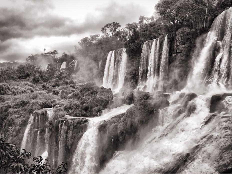 World famous Iguazú falls. Canon 1D X, 28-70, ISO 100