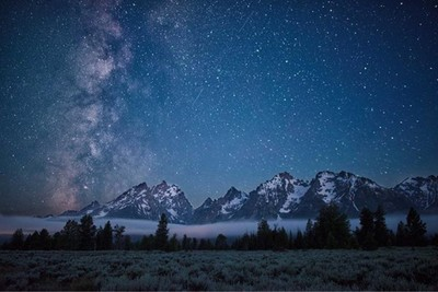 Out all night photographing different areas with the Milky Way. Some amazing ones! Teton Range.  #wyoming #jhstylemag #grandtetons #wasatch #ig_shotz_le #awesome_earthpix #nature_wizards #discoveron #ourplanetdaily #eliteklub #agameoftones #lazyshutters #