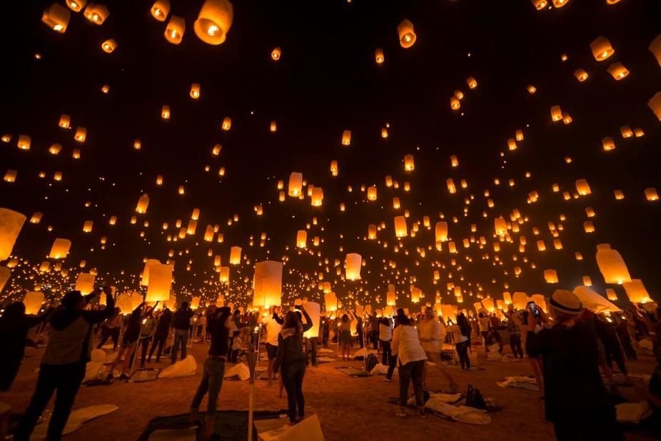 2017 Rise Mojave Festival - Oct 5 & 6 200,000 people gather to light paper lanterns sendi...