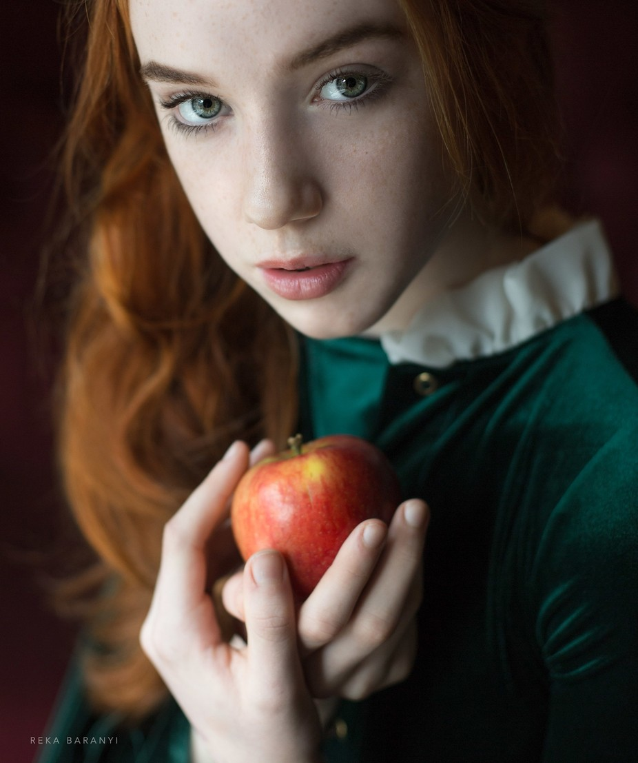 Apple girl by Reka - Perfect Casting Photo Contest
