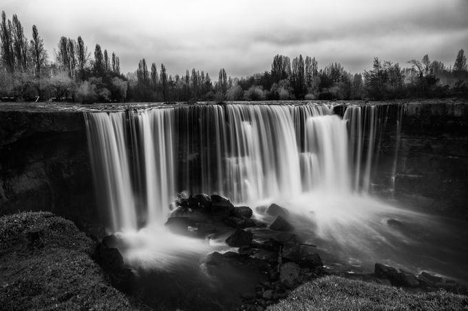 Salto De Laja by rcscharf - Black And White Landscapes Photo Contest
