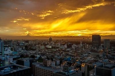 Tokyo Sunset, Tokyo on fire