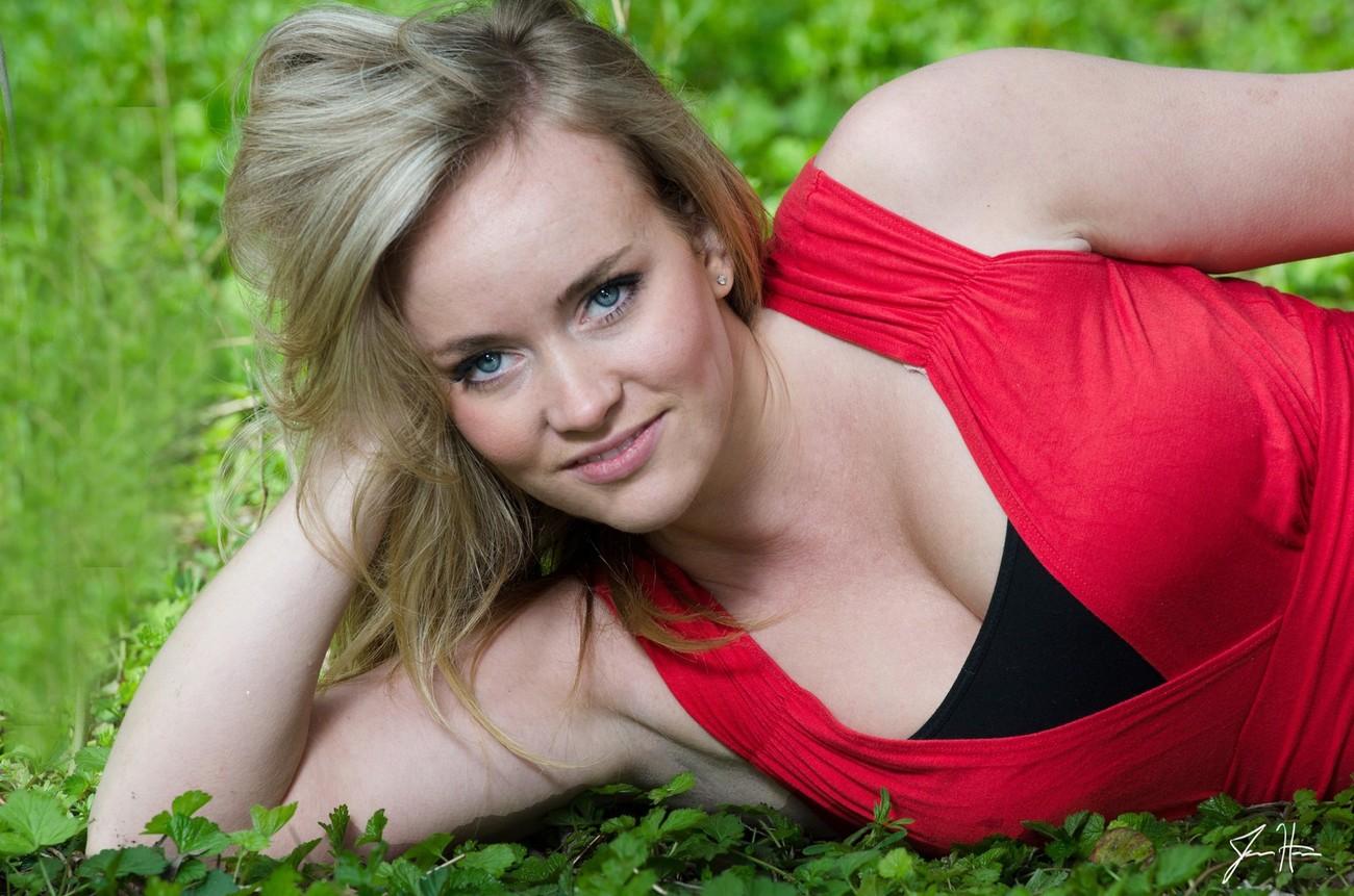 Model Capture, Outdoor Red