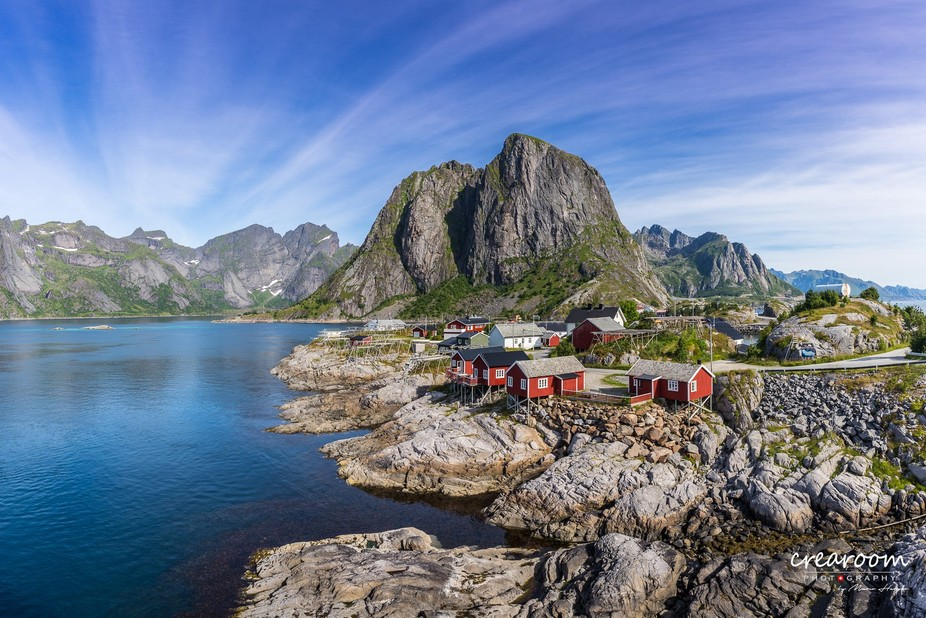 [ENG] On the way to Reine we passed this beautiful place in the Lofoten. The world-famous red fis...