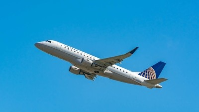 United Express Embraer ERJ-175LR(N89304)