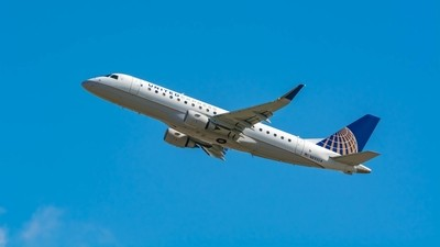 United Express Embraer ERJ-175LR(N89304)