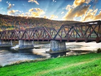 Train bridge in the Fall