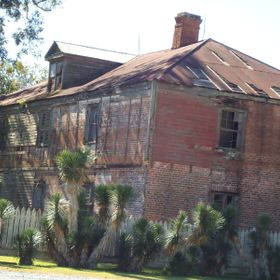 This is the great grandmother's retirement house on Laura Plantation.  This plantation was run by women.   This house over looks the Mississ...