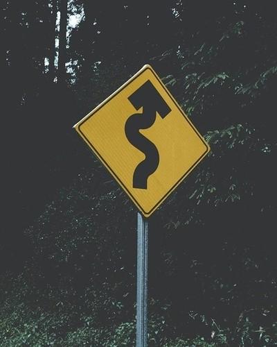Beep beep!????-#curvas#señales#camino#carretera #bosque #lluvia #landscap