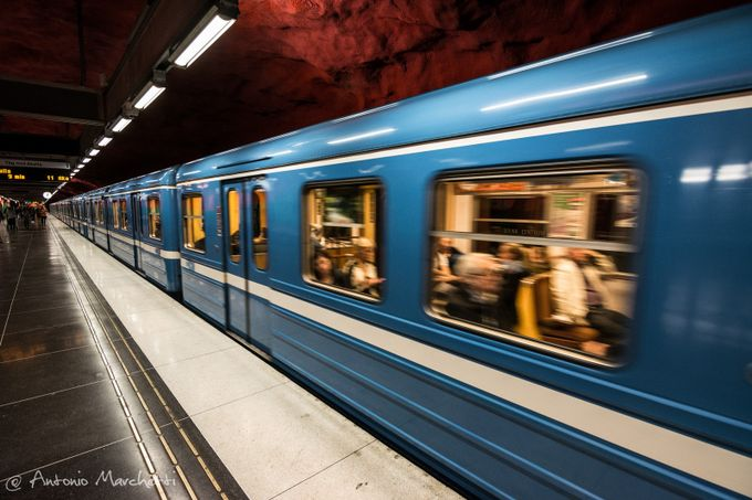 Blu Line by AntonioMarchetti - Metro Stations Photo Contest