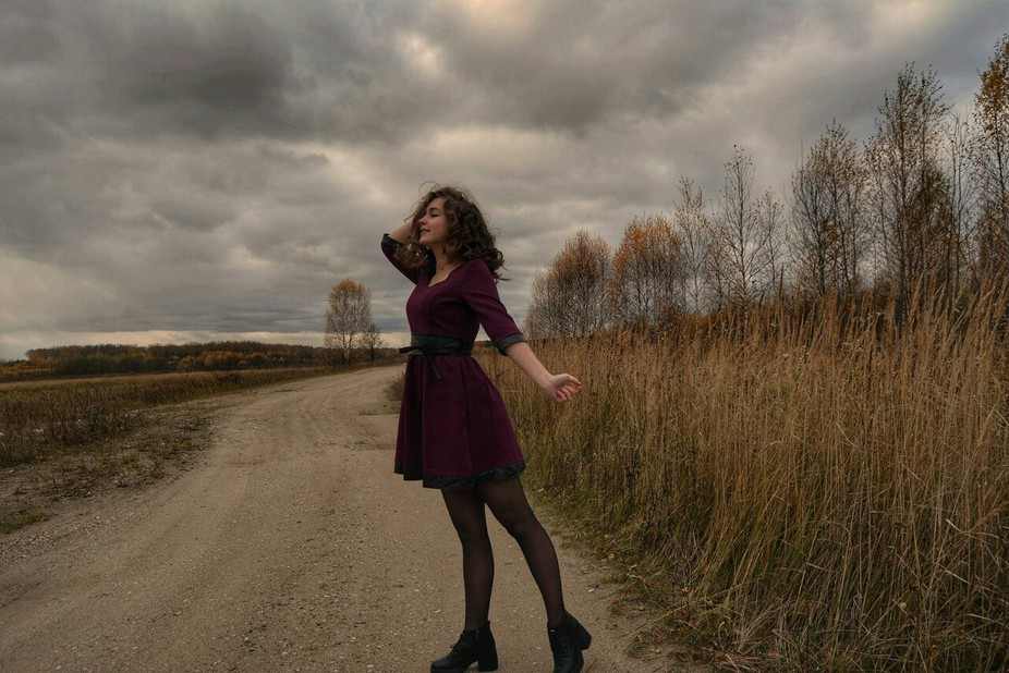 Gloomy sky, withered grass and a little actress - it was so long ago. This was the last photo of ...