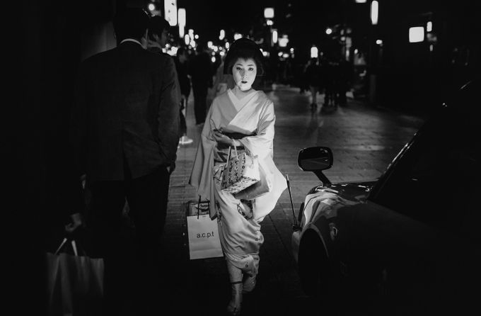 Geisha by LPonTour-ErikaValkovicova - City Life In Black And White Photo Contest