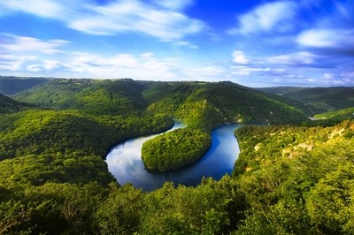 Meander of Queuille in long exposure in Auvergne land