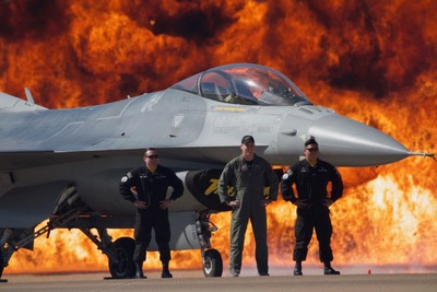Kaboom USAF F-16 Viper Team....staying cool under hot conditions