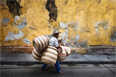 Un vendedor de cestos
