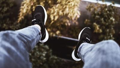 hangin' feet