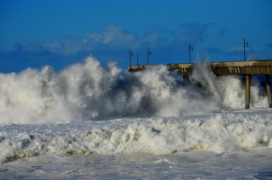 Rough waters, Pacifica Pier, Ca
