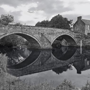 I took this photo when I was in Edinburgh, in August 2017. I was walking in Haddington Park taking phototos. I came accross this bridge and its reflection on the river. This was one of the photoes that I took that day.