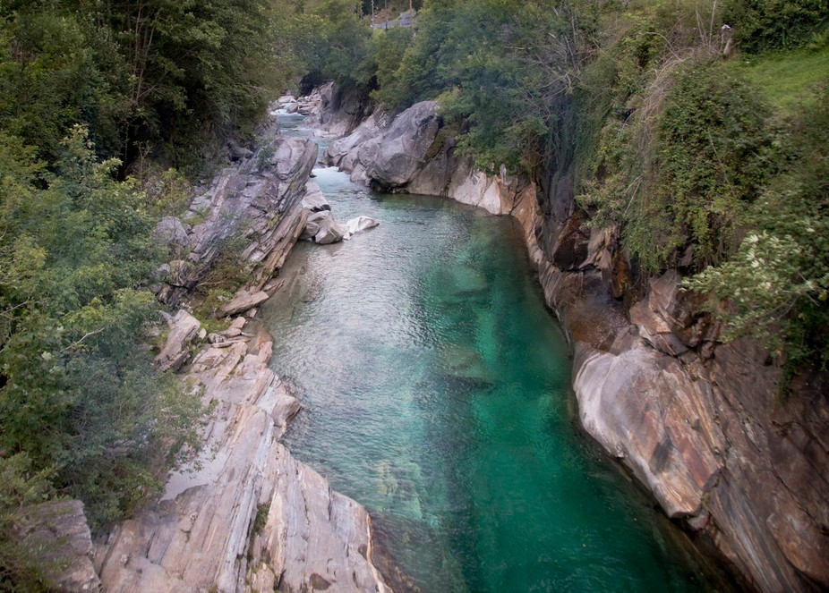 In the Ticino region of Switzerland you will find Lavertazzo and this very popular swimming spot ...