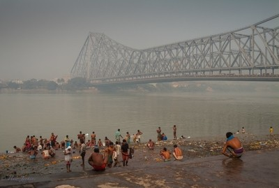Morning at the Mullik Ghat, with the Howrah Bridge over the Houghly River in Kolkata
