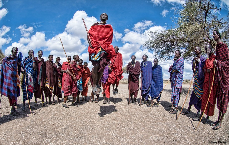 Maasai jumping near the Oldupai Gorge in Tanzania.   Read more about this an other photos I took ...