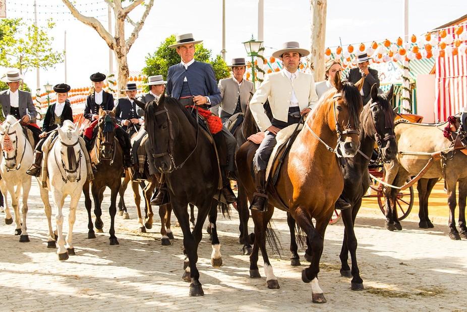 Caballistas en la feria de Sevilla.