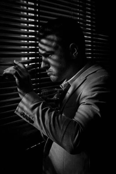 Film Noir: Keeping a lookout