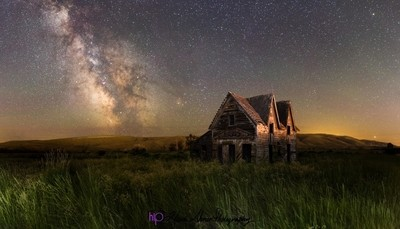 Gable House Milkyway Spring