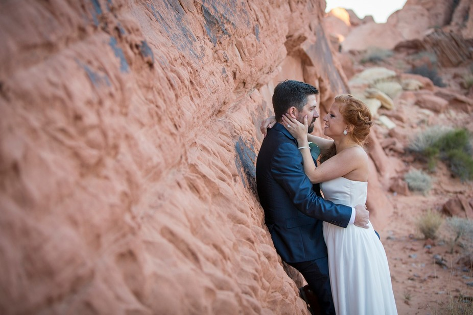 Mid west couple elopes to Las Vegas to get married at the Valley of Fire, Overton, Nv.
