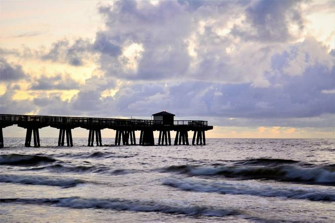 This is the rest of the pier, at this moment is not been used due to the partial destruction of the same, due to hurricane Irma.