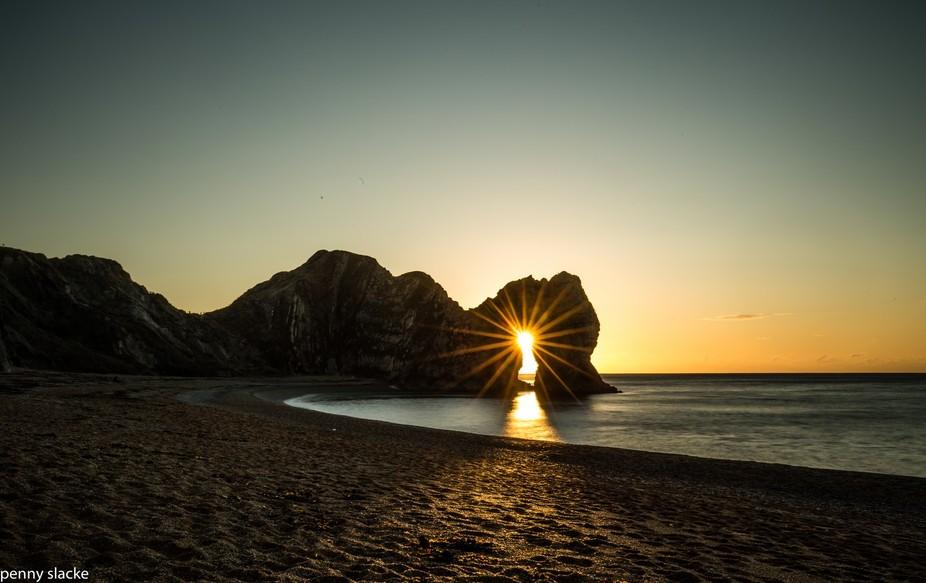 Durdle Door - Sunrise through the Arch
