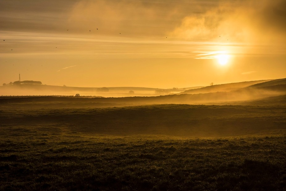 Throwback to one of the most beautifuk sunrises I have witnessed.  Locaion: Peak District Nationa...