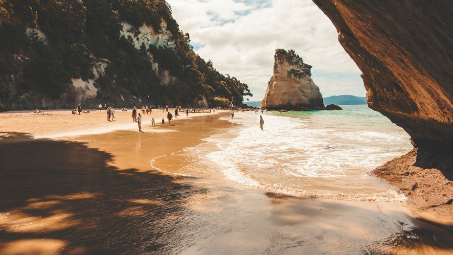 The beautiful Cathedral Cove in New zealand