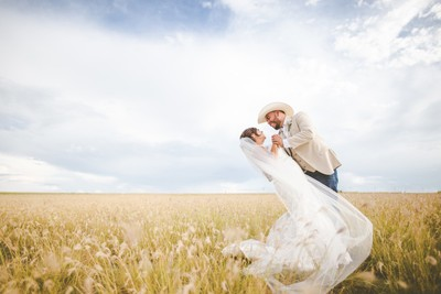 Cowboy&Cowgirl get married