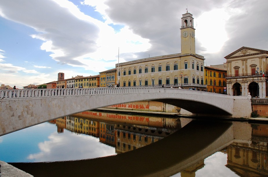 Reflections on a cool fall day Fiume Arno