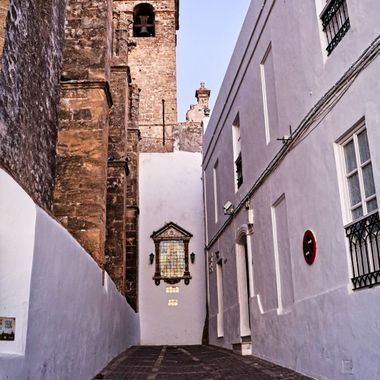 I took this photo when we were in Spain, in November 2017. We were in Vejer de la Frontera for two days and while me and my wife were walking round the town this was one of the photos that I took that day.