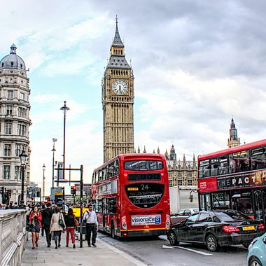 I took this photo when we were in London, in the year 2012. This photo was taken while walking in the streets of London.