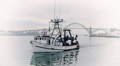 Small trawler returning to Yaquina Bay