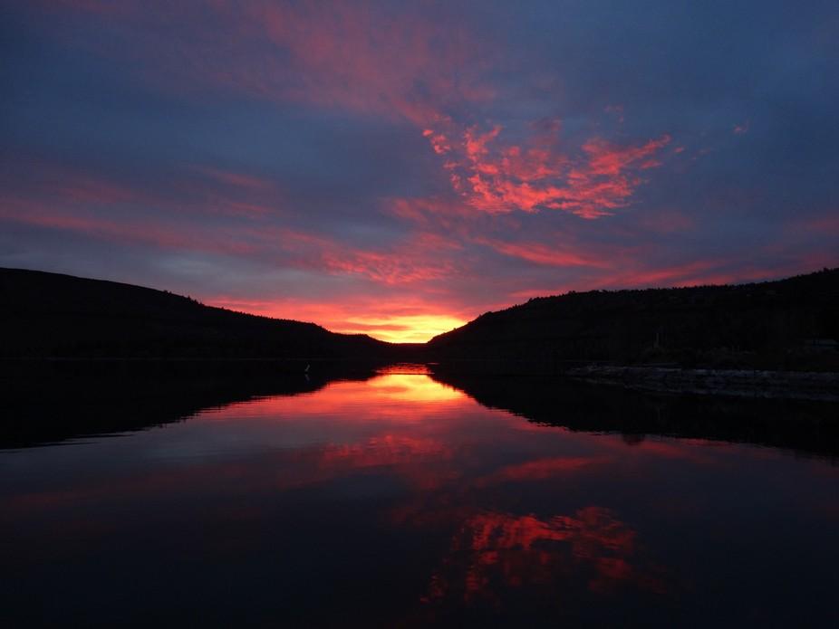 Beautiful early fall morning on Lake Billy Chinook enjoying the sunrise.