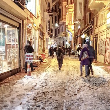 I took this photo when we were in Istanbul, in the year 2015. It was snowing that day and we decided to walk around the famous Istiklal Avenue. This photo was taken in one of the side streets near the avenue.