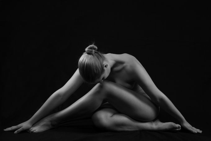 Classic Nude by Seisselberg - Sensual And Artistic Photo Contest