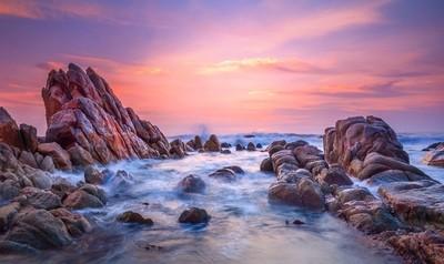 Sunrise in Ke Ga sea