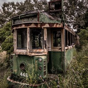 Found this nice decaying Melbourne tram tucked away in a QLD city :)