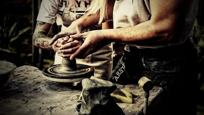 The hands of the master of pottery