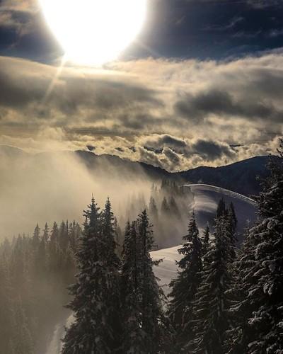 Sonne und Schnee ist immer noch die perfekte Kombination ❄️✌️ #canon_official #canon_photos #travel #travelblogger #travelphotography #photography #photographer #mountains #mountainlife #fit #fitness #fitfam #outdoorlife #outdoor #bergwelt #adventuretrave