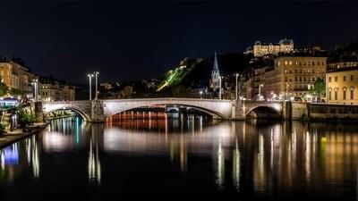 Night on the Bonaparte bridge in Lyon